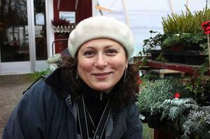 Utöver sina tidigare yrkesroller som textildesigner och konstnär kan hon efter drygt tre lärorika år i Harmånger även kalla sig entreprenör.