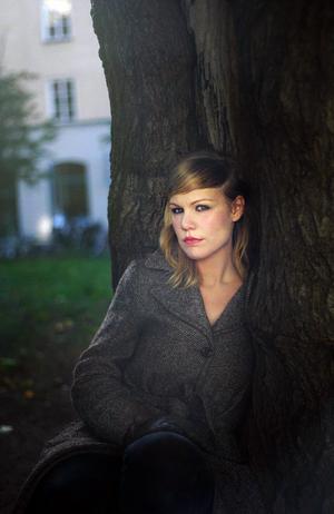 Hanna Nordenhök har skrivit en roman som är dov, dunkel, däven och sorgsen.