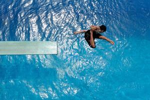 Det är fastighetsägaren som ansvarar för säkerheten i poolen oavsett vem det är som badar i den.