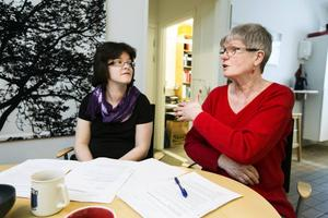 Inger Wiberg och Kicki Östensson i Autism & Aspergerföreningen ifrågasätter planerna att styra alla grupper till buss och tåg trots olika funktionshinder.