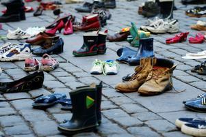 Offer för rattfylleriet. Mothers against drunk driving Sverige bildades 2003. På Trafiknykterhetsdagen det året placerade man ut 150 par skor på Mynttorget i Stockholm för att manifestera mot rattfylleriet.foto: scanpix