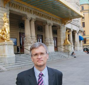 Teater är ett av Peter Semneby är ett av hans intressen. Dramaten i Stockholm har han besökt flera gånger.