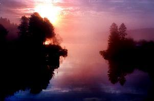 Soluppgång över Tynderösundet en disig  oktobermorgon.