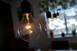 Thereses pappa är elektriker och han har bland annat gjort kökslampan på uppdrag av Therese.