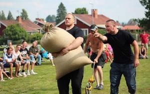 """""""Ta ett steg till! Nu tar du ett steg till!"""" Torbjörn Persson från Borlänge hade sin svåger Ronny Frid skrikandes efter sig för att maxa prestationen. Foto: Lisa Persson"""