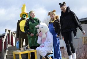 En liten teaterföreställning bjöds av personalen. Skalman spelas av Nina Eskola, Farmor av Eva Karlsson, Lille skutt av Elenor Persson, Bamse Christina Karlkvist och Vargen av Sandra Hoikkala.
