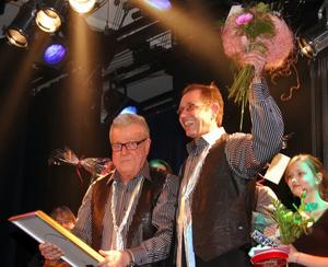I februari uppvaktade Christer Gruhs Björborevyns Göran Johansson efter 50 år inom revyn.Foto:KentOlsson