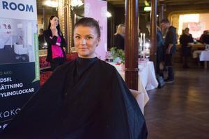 Jessica Schölander från Saxokam visade exempel på en håruppsättning.