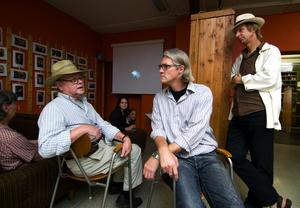 Filmpremiär. Torbjörn Lindqvist och Torbjörn Allard bestämde sig för att göra en film om hatt- och mössfabriken efter att ha blivit kontaktade av Kent Vickström. Nu visas filmen