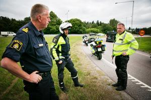 Polis Åke Rimborn med kollegor upplevde att det var mindre trafik än väntat på måndagen.