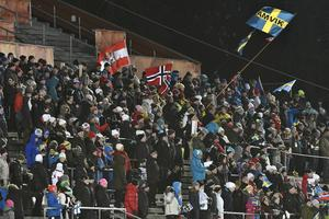 1800 personer hade tagit sig till arenan på söndagskvällen.