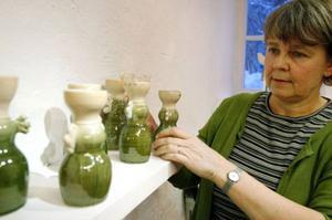 Kerstin Staake med sina änglaljusstakar. Foto: Henrik Flygare