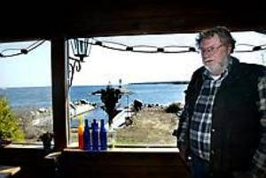 Foto: Gun Wigh Stormudden. - Det här har varit mitt hem sedan 1968, säger Gilbert Sundström. Nu tvingar hans barn bort honom från huset.