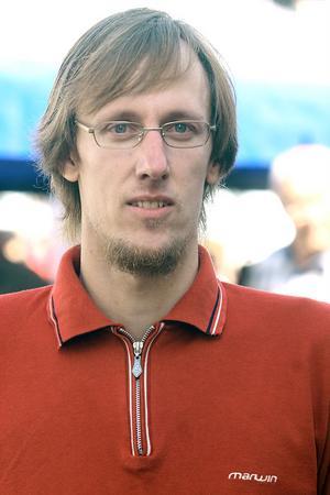 Peter Eng är ordförande och tränare i föreningen. Två egna elitåkare ställer upp