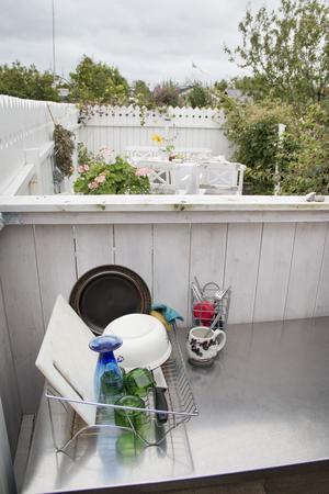 Både kök och allrum är utomhus.