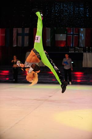 Carolina Janevald med sitt program från VM-tävlingarna i Tjeckien.