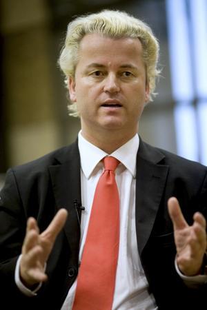 Makt utan ansvar. Den holländske politikern Geert Wilders jämför Koranen med Hitlers Mein Kampf. Nu får hans parti inflytande över regeringen i Nederländerna.