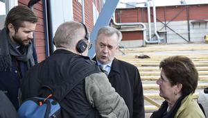 Landsbygdsminister Sven-Erik Bucht (S) och landshövding Ylva Thörn på besök vid Bergkvist-Insjöns sågverk.