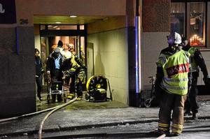 Boende på Linden fick evakueras både genom porten och via kranbil från tredje våningen.