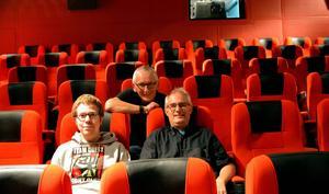 Föreningens ordförande Magnus Olsson, Björn Håkansson och Anders Gustafsson är några av dem som lagt ner ideella timmar i de nya salongerna som bland annat försetts med helt nya stolar.