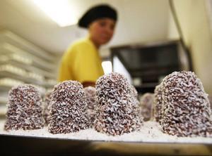 2.500 kokosbollar per vecka tillverkas på Rödön.