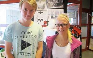 Henrik Palander och Liza Björklund studerar IT och trivs väldigt bra i skolan. Foto: Roland Engvall