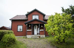 Erika Bergholm och Anton Ljung med sonen Sixten hyr sitt hus, som ligger i Hallsberg.