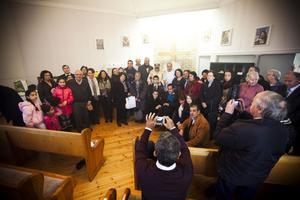 Efter gudstjänstens slut samlas alla för att föreviga den speciella dagen.