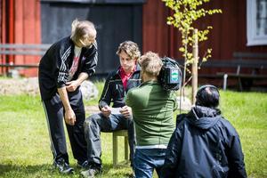 Som vanligt med tv-produktioner är det mycket hysch-hysch. På bilden syns Peter Stormare (t. v.) och Anders Öfvergård.
