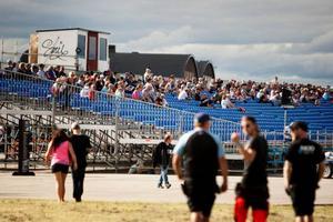 Publiksuccén var stor vid STCC-tävlingen på Frösön. Det talades om siffror på runt 15 000 åskådare. Det ekonomiska utfallet står dock inte i nivå med det sportsliga och publiken. Därför begär arrangörsbolaget om uppskov med betalningarna till de olika leverantörerna.Arkivbild: Sandra Charina Lundin