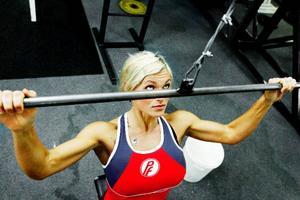 – Träningen på gymmet är min egen tid som är viktig för mig att ha. Min son tar upp resten, säger Lena Alke.
