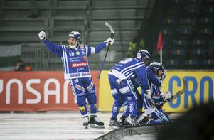 David Karlsson är tillbaka på isen efter ljumskskadan.