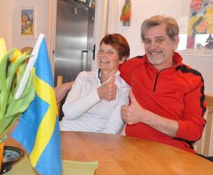 Eva och Ingemar Mäkitalo var jublande glada över de svenska stafettgulden.