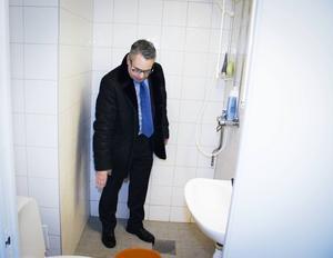 Här i duschen, påbörjade Albin Aspgren styckningen av den 24-åriga kvinnan, hävdar åklagare Ulf Back.