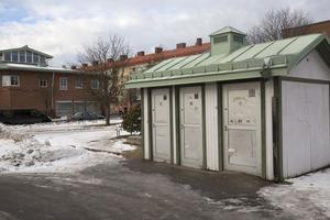 Offentliga toaletten nära Systembolaget är tills vidare avstängd. Nu diskuterar politiker och tjänstemän var man ska placera en ny offentlig toa som beräknas kosta 1,5 miljoner kronor.