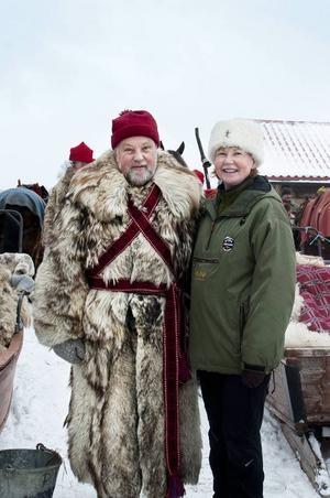Bo och Kajsa Lundmark mötte upp till forbondeträff. Pälsen, som är gjord av sibirisk get, kommer från Dravagen och har burits av Kajsas morfar.