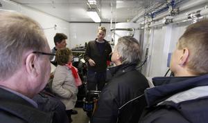 Ulf Andersson i mitten är först i länet med att göra sin gödsel till biogas.