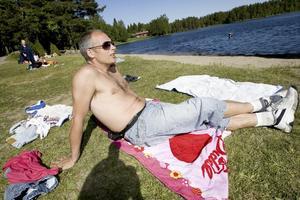 RÖDLISTAT. Högbobadet är ett av 23 bad i Sverige som har rödlistats av EU-kommissionen. Vattnet håller för dålig kvalitet. Nu ska Sandviken kommun under sommaren ta ett flertal prover för att se vad resultatet beror på. En som besökte badet under måndagen var John Roche: