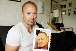 Nervös väntan. Salabon Christian Franzetti hoppas att rättegången blir av i Tunisien i nästa vecka  och att domstolen då friar hans lillebror Daniel Bakke.