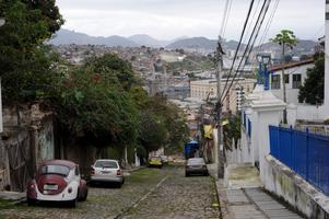 Kullerstensutsikt från Largo das Neves, det andra torget i Santa Teresa.