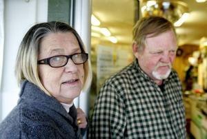 Efter fem år som handlare i Rötviken vill Eva Berg och maken Peter sälja och gå i pension. Men annonseringen på nätet har hittills inte gett något napp.