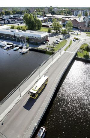 ...en buss. Syftet var att visa hur stor plats bilarna tar upp i trafiken.