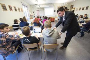 Lärare och klassrum.