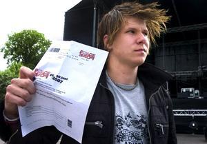 Lurad på sitt festivalpass. 16-årige Rasmus Svedberg köpte sin festivalbiljett på en internetsajt. Men när han skulle lösa in den visade det sig att biljetten var falsk. – 1600 kronor är mycket för mig, säger Rasmus.