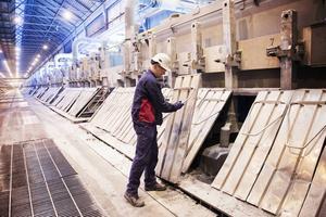 En nedstängning av fabriken tar cirka en månad.
