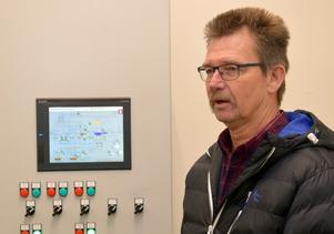 – Om- och tillbyggnaden genomfördes på ett år och fyra månader och verket var hekla tiden i drift, berättade Roger Lundkvist inne i driftcentralen.