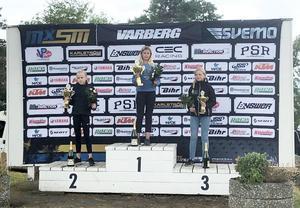 Tyra Bäckström vann i helgen den tredje deltävlingen i klassen 85 Girls i ungdoms-SM i motocross. Tvåa kom Julia Karlsson, Elin Hansson kom på tredje plats.