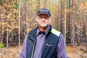Jukka Kuivaniemi, konsulent från Skogsstyrelsen, berättar att det redan om nästa säsong kommer vara grönt på marken och att nya träd kommer vara på god väg uppåt, bara inom några år.