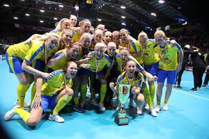 Världsmästarna. Johanna Hultgren längst till höger i bild. Foto: Per Wiklund/Innebandyförbundet