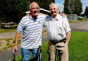Två av Säters IF:s riktiga fotbollsveteraner: Gustav Klaar och Jonny Karlsson som båda fyller 88 i år.